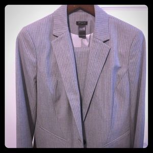 Sophisticated work suit. size 10 Top 12 pants